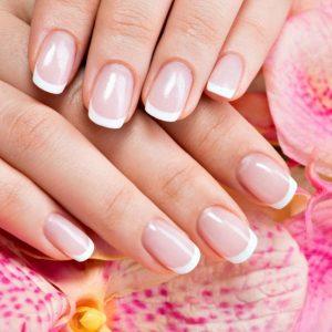 Le nail art più trendy se avete le unghie corte