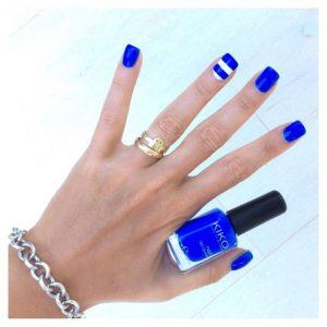 La nail art giusta se ami i toni freddi