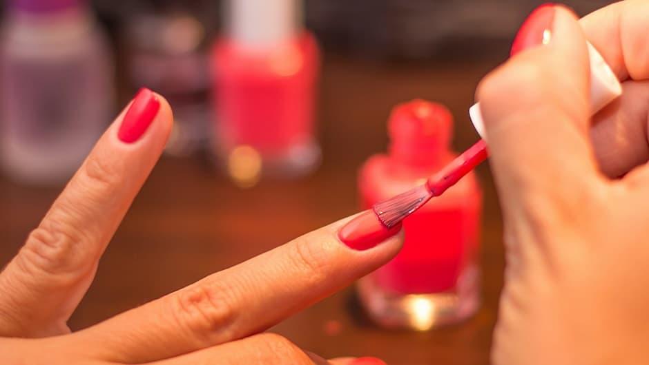 decorare unghie