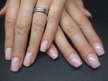 Ricostruzione su unghie naturali, perchè è bene farla